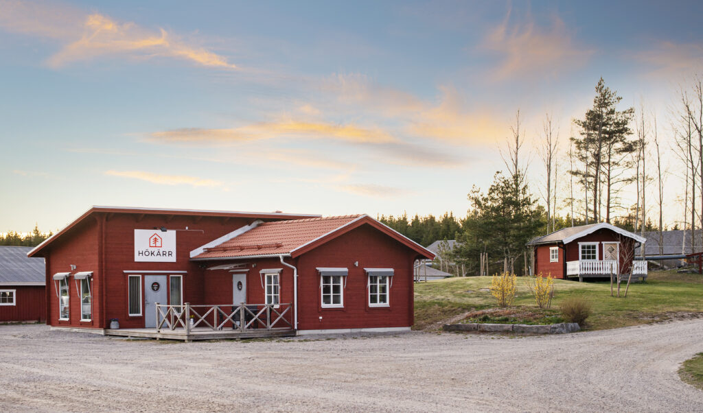 Här vid Hökärr i Näshulta hittar ni oss. Välkommen hit!